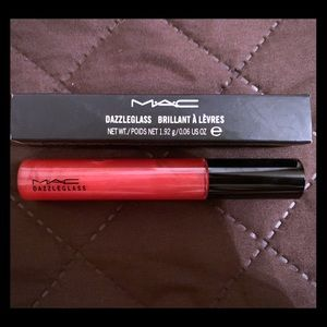 MAC dazzleglass lipgloss crimson